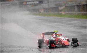 Ф3: Сарджент быстрее всех под дождём